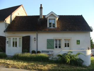 Romantic 1 bedroom Autun Cottage with Internet Access - Autun vacation rentals