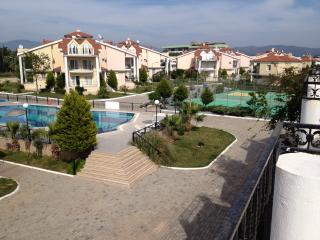 Perfect 4 bedroom Altinkum Apartment with A/C - Altinkum vacation rentals