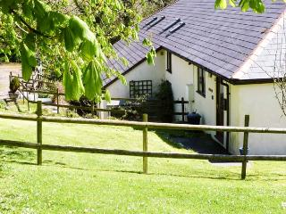 HAZEL, ground floor, shared use of indoor heated swimming pool, close to pub, near Bude, Ref 903634 - Bude vacation rentals