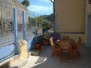 6 bedroom Villa in Roquebrun, Languedoc, France : ref 2000110 - Roquebrun vacation rentals