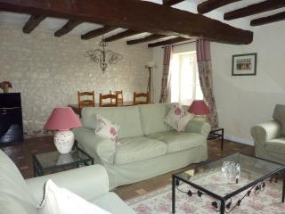 2 bedroom Cottage with Internet Access in Chaumussay - Chaumussay vacation rentals