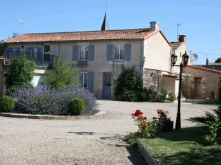 Cozy 2 bedroom Amberre Gite with Internet Access - Amberre vacation rentals