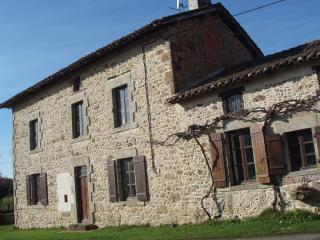 Lovely 3 bedroom Farmhouse Barn in Rochechouart with Deck - Rochechouart vacation rentals