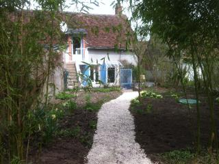 Charming 2 bedroom Chaumont-sur-Loire House with Washing Machine - Chaumont-sur-Loire vacation rentals