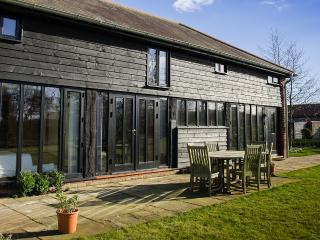 Comfortable Barn with Internet Access and Dishwasher - Bury Saint Edmunds vacation rentals