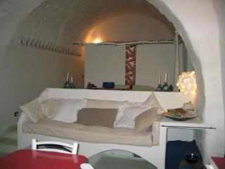 Romantic 1 bedroom Cave house in Ischia di Castro - Ischia di Castro vacation rentals
