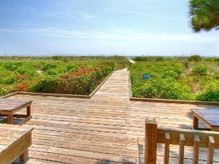 New Beach Getaway, 2 Bedroom Ocean Club Villa, Free Bikes, Beach - Hilton Head vacation rentals
