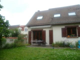 Nice Guest house with Internet Access and Television - Créteil vacation rentals