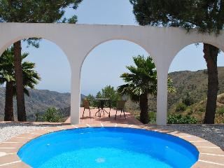 Comfortable Villa with Internet Access and Outdoor Dining Area - Colmenar vacation rentals