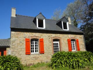Bright 2 bedroom Ile-de-Brehat House with DVD Player - Ile-de-Brehat vacation rentals