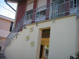 Comfortable Marina di Massa villa with terrace, private garden and secure parking, sleeps 5 - Marina Di Massa vacation rentals