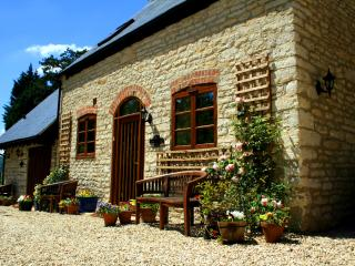 Jasmine Cottage, converted stables - Gloucester vacation rentals