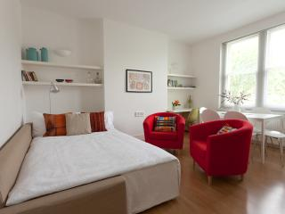 LOVELY Apartment sleep up to 7 - London vacation rentals