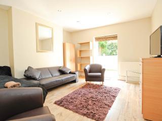 Cozy 1 bedroom apartment, sleeps 4. - London vacation rentals