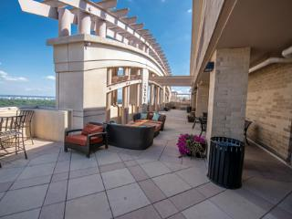 Great Condo Close to Everthing - Arlington vacation rentals