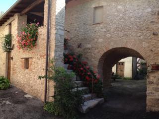 Sotto L' Arco casa vacanze - L'Aquila vacation rentals