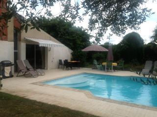 Des Arbres £ En-suites bedrooms & private Swimming - Nueil-les-Aubiers vacation rentals