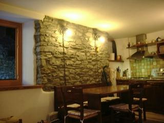 Nice 2 bedroom Courmayeur Apartment with Internet Access - Courmayeur vacation rentals