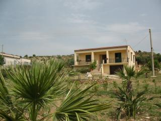 Villa indipendente con splendida vista sul mare - Sciacca vacation rentals
