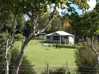 2 bedroom Cottage with A/C in Perth Hills - Perth Hills vacation rentals