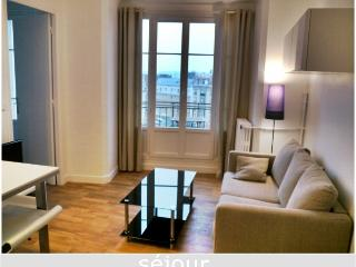 Fantastic view on EiffelTower - Boulogne-Billancourt vacation rentals