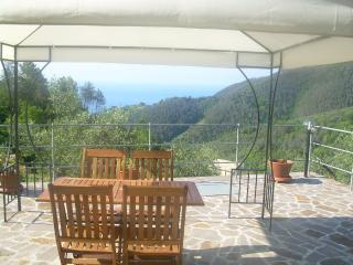 Charming Condo in Moneglia with Garden, sleeps 4 - Moneglia vacation rentals