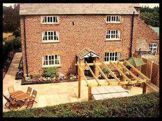 Spacious 7 bedroom Congleton Farmhouse Barn with Internet Access - Congleton vacation rentals