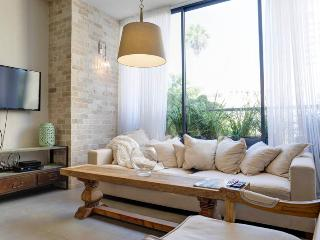 Cosy decorated boutique 2 bedrooms apartment - Tel Aviv vacation rentals