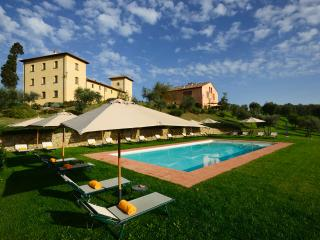 Welcoming, spacious Tuscan holiday apartment with heated pool and astounding surrounding countryside - Tavarnelle Val di Pesa vacation rentals