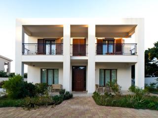 Apartment in a villa with garden, sea adjacent - Rilievo vacation rentals