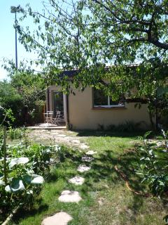 House in calm garden, Toulouse - Toulouse vacation rentals