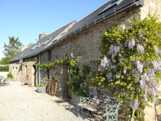 Lovely Cottage with Internet Access and Satellite Or Cable TV - Saint Nicolas du Pelem vacation rentals