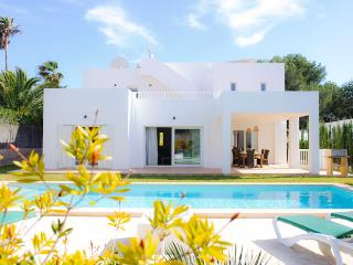 Bright 4 bedroom Villa in Cala d'Or - Cala d'Or vacation rentals