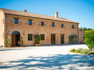 6 bedroom Farmhouse Barn with Internet Access in Monterubbiano - Monterubbiano vacation rentals