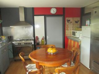 Nice Chalet with Internet Access and A/C - Pernes-les-Fontaines vacation rentals