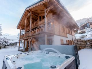 Chalet Maya - 7 Bedrooms, Hot Tub, 100m to Ski Lift and Telcabine - Samoëns vacation rentals