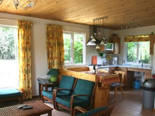 Bright 2 bedroom Chalon-sur-Saone Bungalow with Internet Access - Chalon-sur-Saone vacation rentals