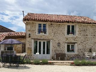 Perfect 3 bedroom House in Montbron with Internet Access - Montbron vacation rentals