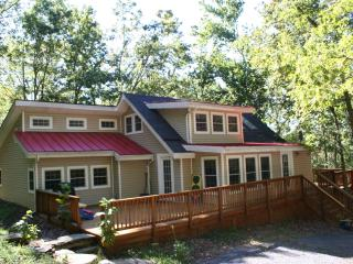 Hip Cottage near Shenandoah River...Dog Friendly! - Shenandoah Valley vacation rentals