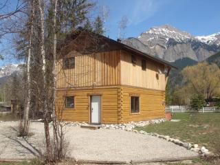 Kicking Horse Kabins - Canada Select 4 1/2 * Lodge - Kootenay Rockies vacation rentals