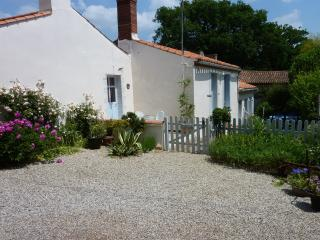 Charming Cottage with Internet Access and Satellite Or Cable TV - Saint-Vincent-sur-Graon vacation rentals