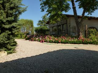 Comfortable 7 bedroom Tombeboeuf House with Internet Access - Tombeboeuf vacation rentals