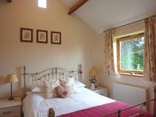 Romantic 1 bedroom Bradford-on-Avon Cottage with Internet Access - Bradford-on-Avon vacation rentals