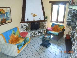 Nice Condo with Balcony and Central Heating - Testico vacation rentals