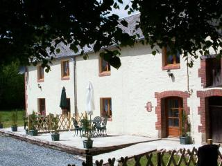 Cozy 2 bedroom Gueret Gite with Satellite Or Cable TV - Gueret vacation rentals