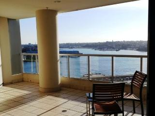 Stylish 1 Bedroom - balcony harbour glimpse CBD - Sydney vacation rentals