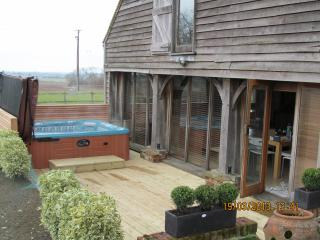 Perfect 6 bedroom Stalisfield Barn with Internet Access - Stalisfield vacation rentals