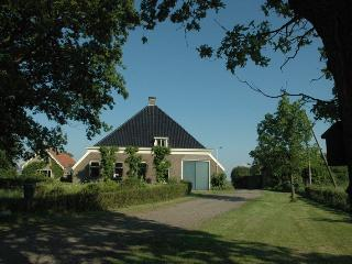 Cozy 3 bedroom Farmhouse Barn in Nijemirdum with Internet Access - Nijemirdum vacation rentals