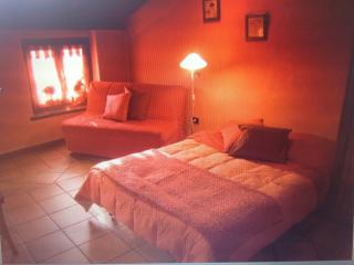 Romantic 1 bedroom Castelnuovo del Garda Apartment with A/C - Castelnuovo del Garda vacation rentals