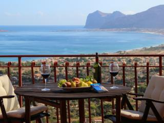 Villa La Montagnola: a perfect base in West Sicily - Villagrazia di Carini vacation rentals